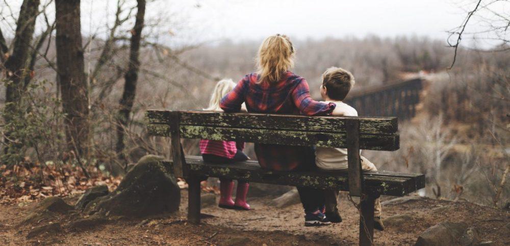 13 Signes indiquant qu'un parent est toxique et qu'il fait du mal à son enfant sans même le réaliser