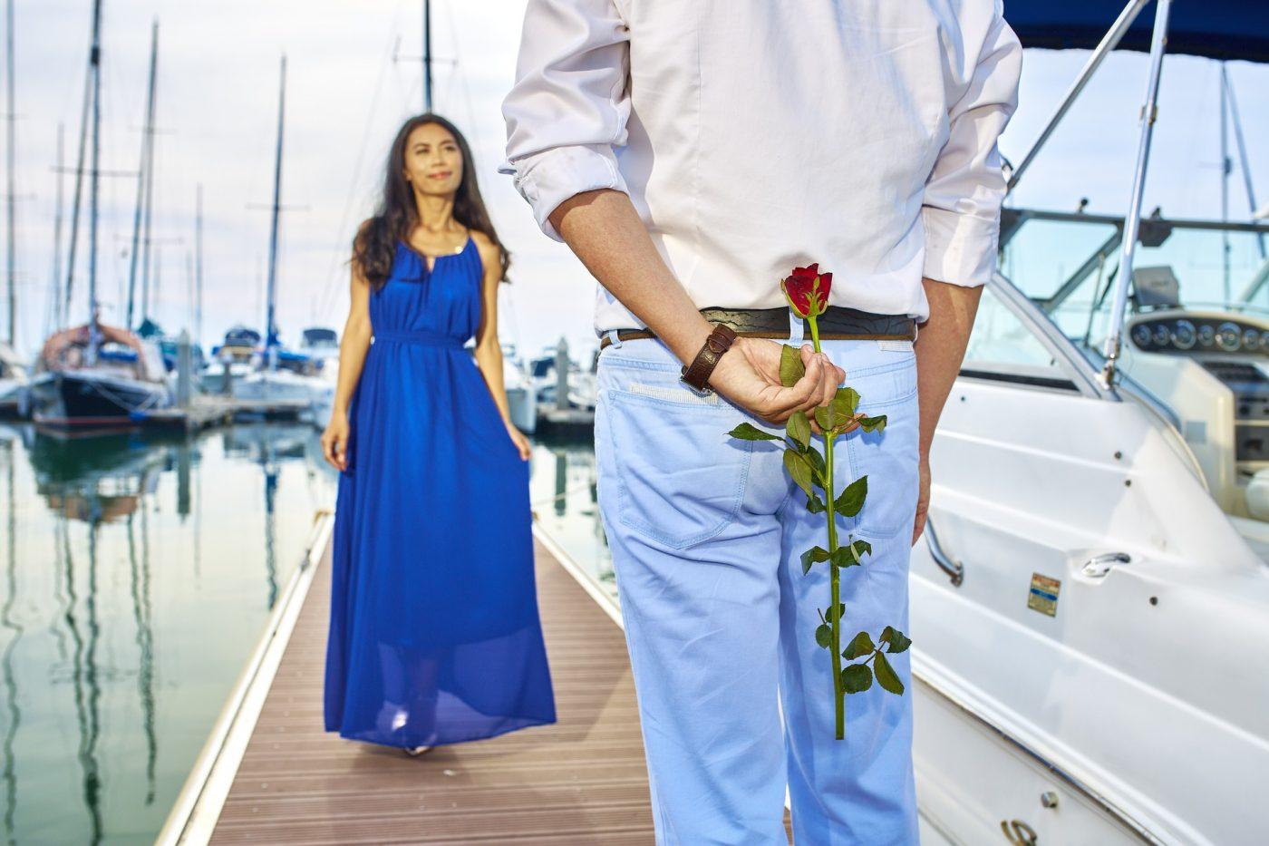 Comment reconnaître un homme amoureux qui cache ses sentiments ?