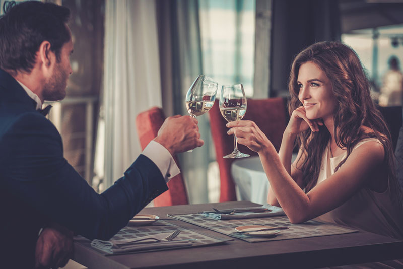 Comment sortir avec une fille ? Les conseils à suivre pour un RDV réussi