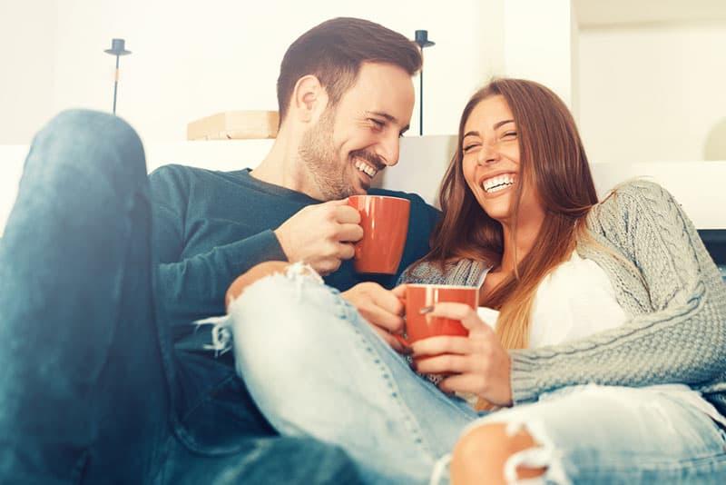 Voici les 20 Comportements typiques d'un homme qui a peur d'aimer