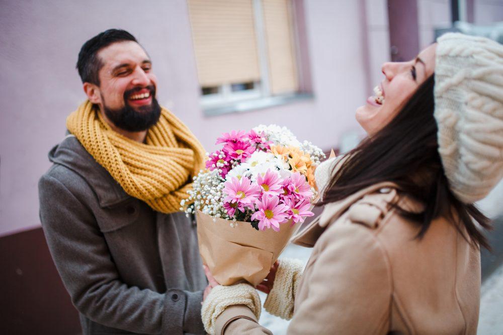 Comment se comporte un homme amoureux ? Voici 10 Exemples