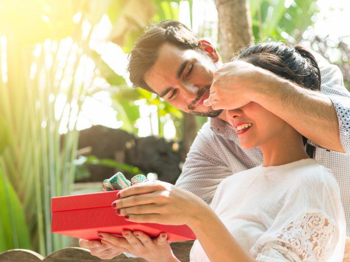 13 ans de mariage : 15 Cadeaux parfaits pour fêter les noces de muguet