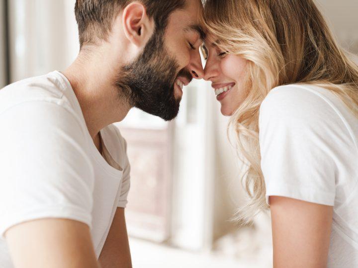 15 Signes qui prouvent qu'un homme Balance est fou amoureux de vous