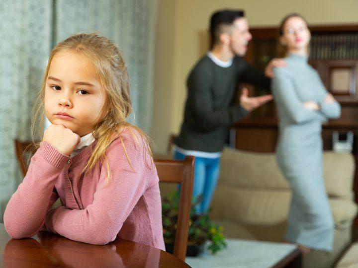 Voici comment reconnaître un parent toxique et se reconstruire après ses abus