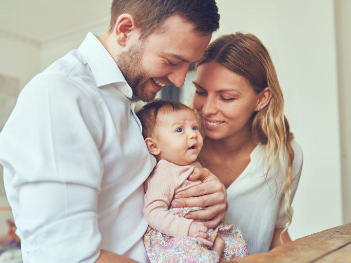 Voici les 12 Vérités sur votre relation amoureuse après l'arrivée de bébé