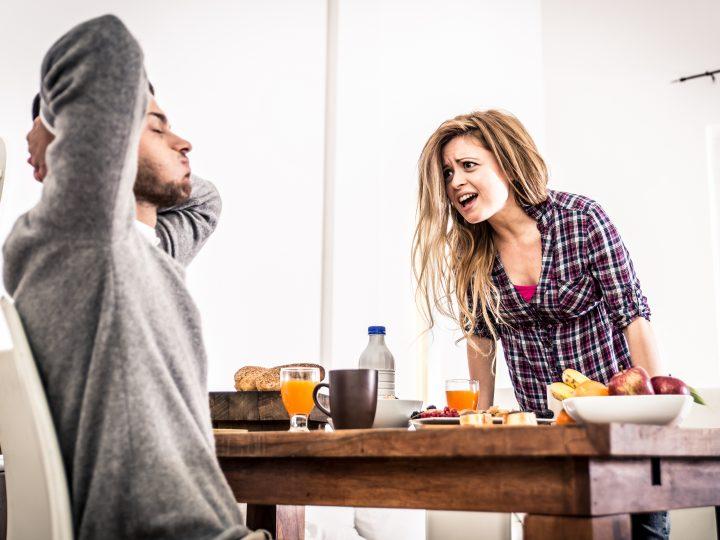 Voici les 9 Erreurs que TOUS les hommes font quand ils sont en couple